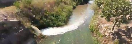 Il fiume Sarno cambia colore: le acque cristalline diventano marroni