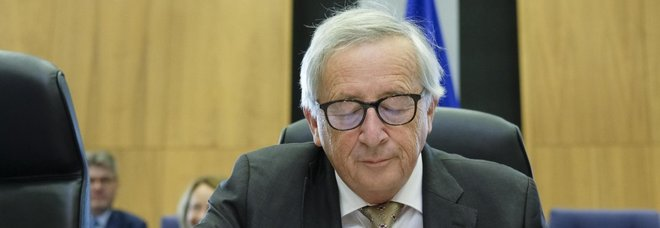 Manovra, Juncker: «l'Italia sbanda». Nuovo scontro con Salvini e Di Maio. Conte a Bruxelles