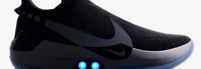 Si Connessa Allo Inventa Scarpa Da Smartphone Sola Allaccia La Nike Ix4nYx