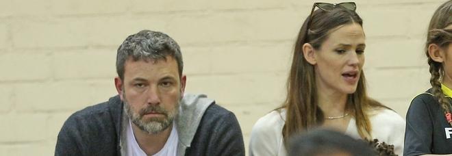 Ben Affleck in rehab per i problemi con l'alcol: «Accompagnato dall'ex moglie Jennifer Garner»