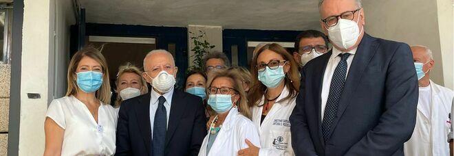 Mascherine obbligatorie in Campania, De Luca annuncia la nuova ordinanza: «Ne faremo altre 10, voglio protezione anche sulle orecchie»