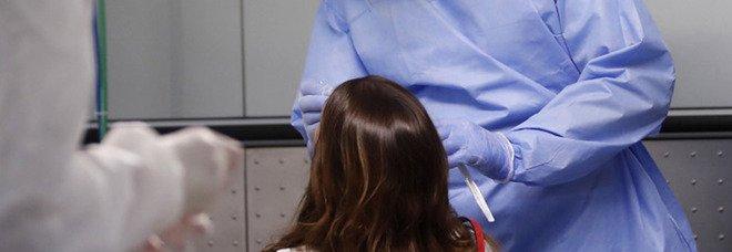 Pediatra ordina tampone su bimba con la febbre, il padre: «Vengo lì e t'ammazzo»