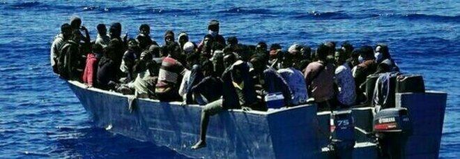 Migranti, 660 persone in hotspot dopo nuova ondata di sbarchi: 5 morti nel naufragio al largo di Lampedusa
