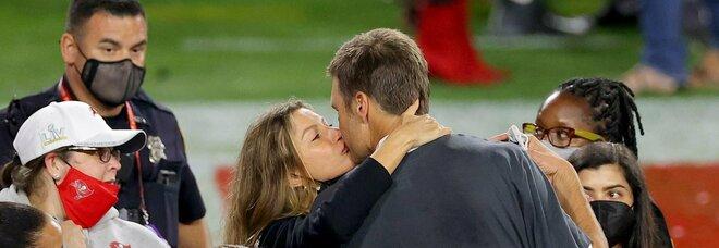 Super Bowl, i Buccaneers in vetta con Tom Brady. Chi è il 43enne 7 volte campione Nfl