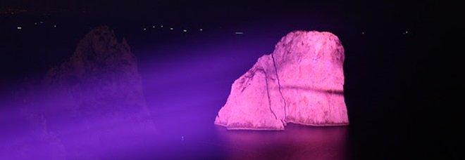 Capri, i Faraglioni si tingono di rosa per la prevenzione e la cura del tumore al seno