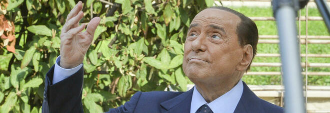 Berlusconi, negativo il primo tampone Covid. L'annuncio dell'amico Galliani: «Ora aspettiamo il secondo»