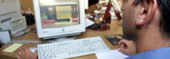 Roma, dipendente in smart working con la rete aziendale scaricava video pedopornografici: arrestato