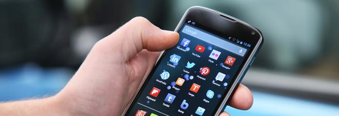 Vecchio smartphone nel cassetto? Ecco come sostituirlo con un occhio al portafogli e all'ambiente