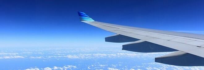 Usa, aereo costretto a uno scalo d'emergenza per maltempo: il pilota offre la pizza a tutti i passeggeri