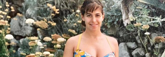 Barbara D'Urso, la tenera foto amarcord incinta. Ma i fan notano un dettaglio: «Com'è possibile?»