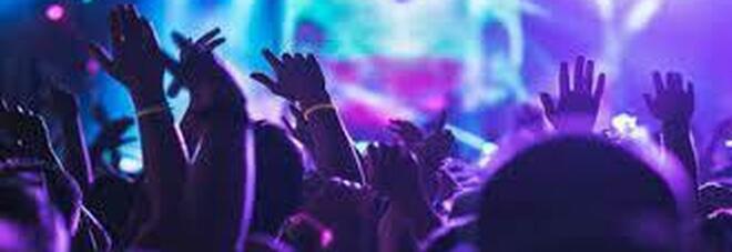 Sassari, bar trasformato in discoteca: blitz della polizia nel weekdend e multa a 200 ragazzi