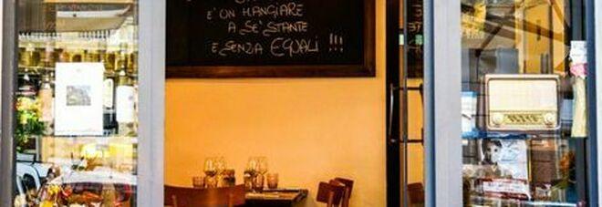 Napoli, il ristoratore che crede nel Green Pass: «Meglio di lockdown e smartworking che ci hanno affossato»