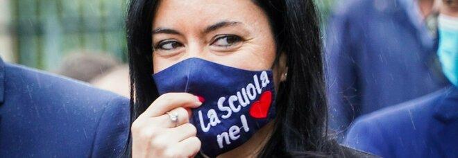 Azzolina: «La scuola non è la causa dell'aumento dei contagi. Rientro graduale per tutti»