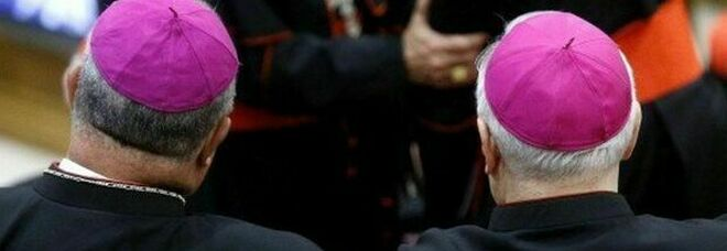 Papa Francesco manda in pensione il cardinale Bertello, al governatorato il fedelissimo Vergez