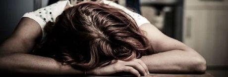 Pugni e morsi alla sorella disabile, 41enne arrestato a Secondigliano