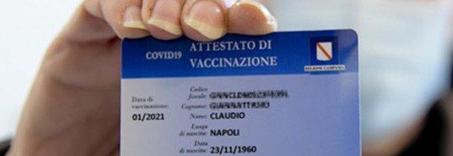 Green pass, De Luca firma l'ordinanza: «In Campania hotel, spettacoli e matrimoni solo con il certificato»