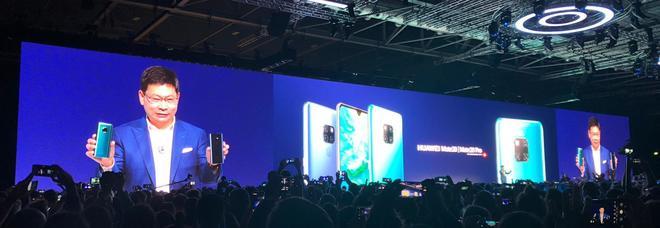 Huawei, ecco Mate 20 e Mate 20 Pro: tre fotocamere Leica sugli smartphone che si ricaricano a vicenda
