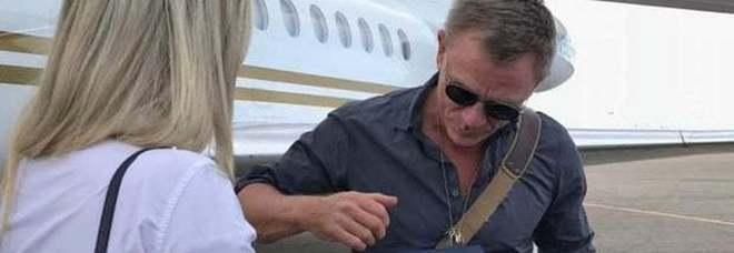 James Bond, sorpresa in aeroporto: a Bari atterra 007