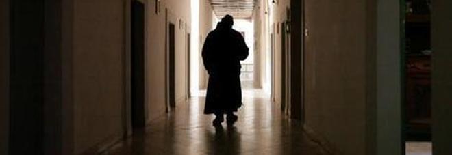Piacenza, abusi sessuali: arrestato sacerdote. C'è il sospetto che possa aver drogato i ragazzi