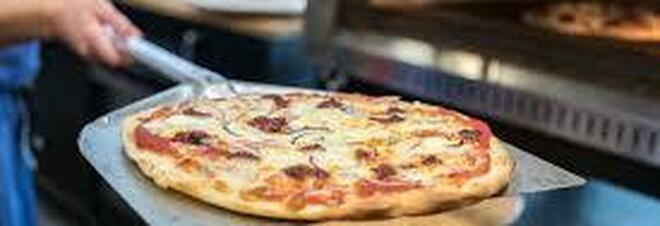 Tamponi truffa a Napoli: pizzaiolo va al lavoro dopo esito negativo, ma era contagiato
