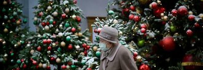 Nuovo Dpcm, che Natale sarà? Per il cenone il limite sale da 6 a 10 persone, niente spostamenti fra Comuni