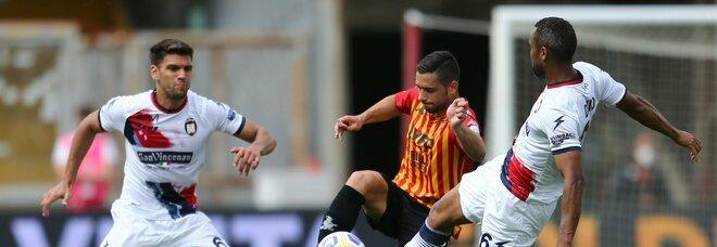 Il Benevento si suicida col Crotone al 93': Simy pareggia ed è 1-1