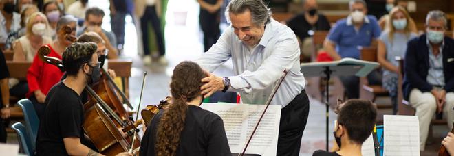 Napoli, il maestro Muti a Scampia: «I vertici guardino a questi giovani, sono fiori»