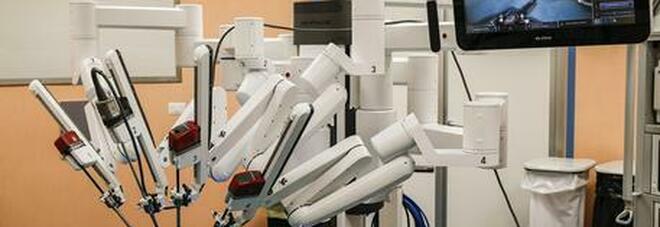 Bari, in ospedale arriva il robot per gli interventi ginecologici: l'innovazione per le donne in sovrappeso