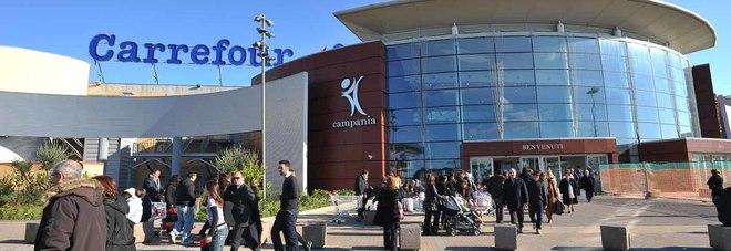Ruba polo al centro campania arrestato dai carabinieri for Centro commerciale campania negozi arredamento
