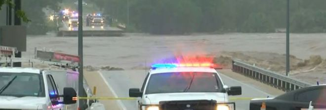 Texas flagellato dal maltempo: ponte crolla, tre morti e un disperso