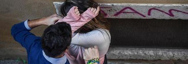 Botte, stupri e foto hot sui social: arrestato l'amante di un'imprenditrice