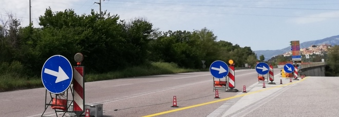 Fondovalle chiusa, auto danneggiate dai rami non tagliati sulla strada alternativa
