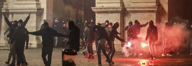 Dpcm, scontri in tutta Italia. I timori del Viminale: «Reclutati i giovanissimi, la protesta può crescere»