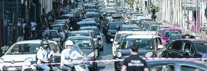 Napoli, traffico in tilt: chiuso il tunnel delle Quattro giornate, è pericoloso