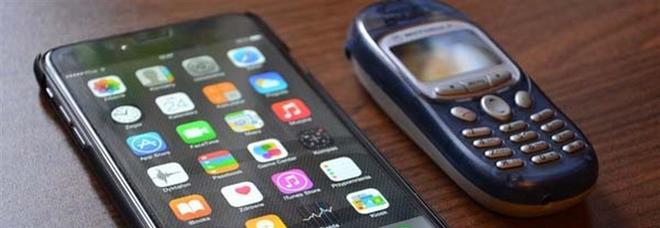 La riscossa del Dumbphone: «Chiama e manda messaggi per chi vuole disconnettersi»