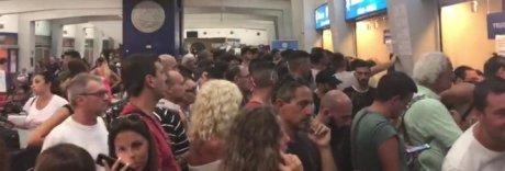 Napoletani bloccati al porto di Bari: «Una truffa, non ne possiamo più»