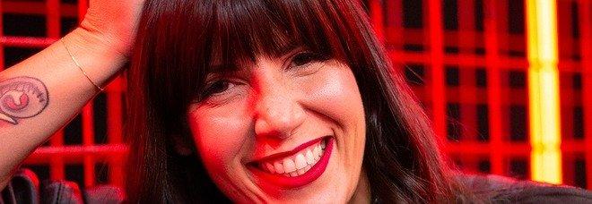 X Factor, Cattelan positivo: per i live di giovedì conduzione a casa o un sostituto tra la Comello e Alessio Viola