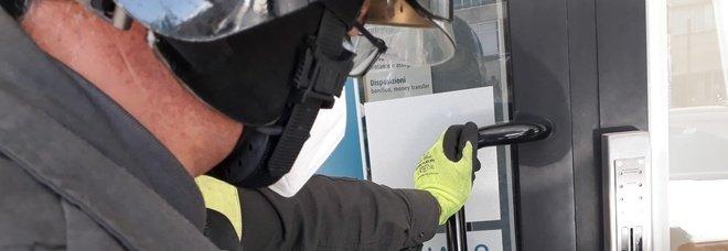 Avellino, uomo ostaggio del bancomat: si rompe la serratura e resta chiuso dentro