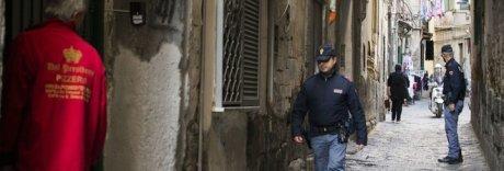 Napoli, nuovo raid ai Decumani: una Smart crivellata di proiettili