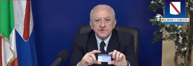 Vaccino Covid, De Luca lancia il pass vaccinale: «Pronte quattro milioni di card»