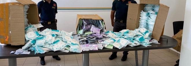 Napoli, sequestrati 28mila mascherine ffp2 contraffate e accessori di Halloween