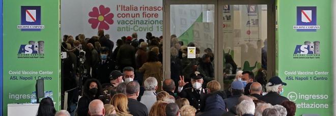 Vaccini a Napoli, l'Asl paga il fitto per gli stand anti-Covid alla Mostra d'Oltremare