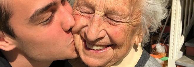 Emozioni virtuali: tra i millenials i baci veri battono le emoticons