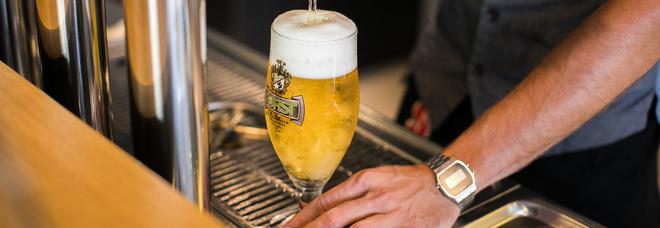 Barista aggredita da due gemelli: non voleva servirgli la birra gratis