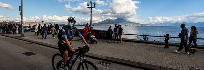 Covid in Campania, De Luca firma la nuova ordinanza: confermato il divieto di asporto dopo le 21