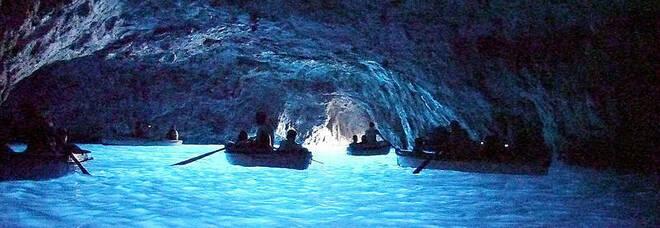 Capri, lavori abusivi davanti alla Grotta Azzurra: stop ai terrazzamenti, tre denunce