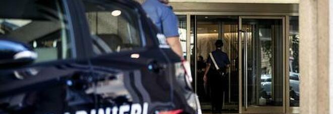 Roma, rapinati da due ragazze conosciute in chat: «Se dici qualcosa ti ammazzo. Sono figlia di un boss»