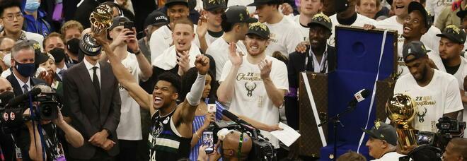 Milwaukee Bucks campione Nba: Giannis fa 50 e si prende l'anello