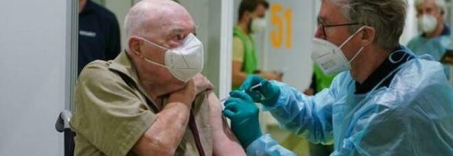 Vaccino, si prepara la seconda fase: l'80% degli italiani coinvolto entro l'autunno