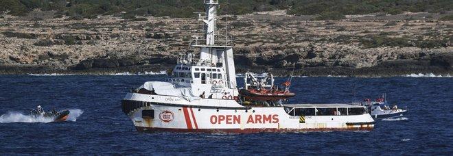 Open Arms: «Migranti in aereo a Madrid». Si teme nuovo naufragio con 100 morti